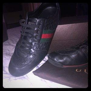 For men Gucci in black w Gucci stripes 11.5